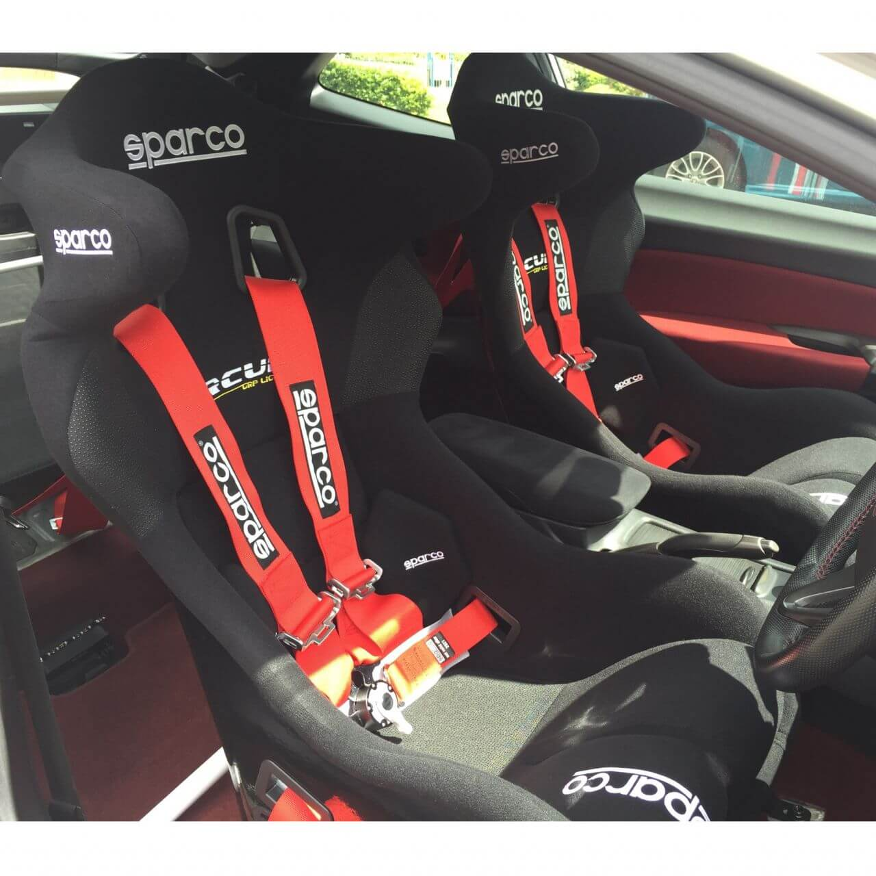 Sparco20Circuit20Bucket20seats20with20Red20harnesses201m.jpg